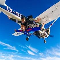 Тандемный прыжок с парашютом в Клайпеде + видео