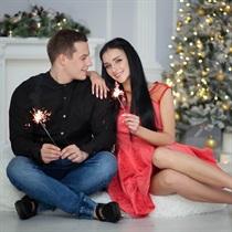 Ziemassvētku fotosesija ar tematiskām dekorācijām