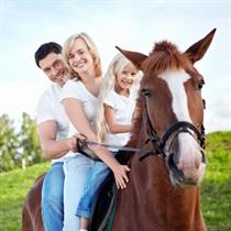 Izjāde ar zirgiem ģimenei