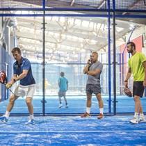 Игра в теннис «Padel» под руководством тренера