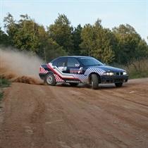 Brauciens ar sporta BMW rallija auto