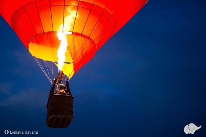 Romantisks lidojums ar gaisa balonu diviem
