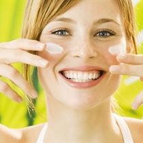 Омолаживающая процедура по уходу за кожей лица, шеи и декольте