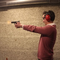 Šaušana ar kaujas ieročiem 2 personām