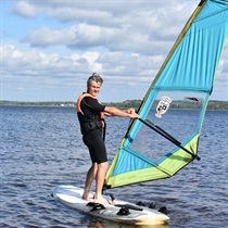 Profesionāla vindsērfinga apmācība un noma