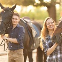 Romantiska izjāde ar zirgiem divatā