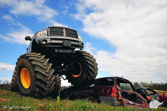 "Kļūsti par ""Monster truck"" stūrmani trasē"