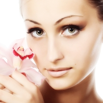 Fotoatjaunošana + piena pīlings sejas ādas svaigumam