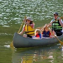 Путешествие на лодке с другом или в кругу семьи