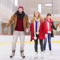 Slidošanas prieki ledus hallē