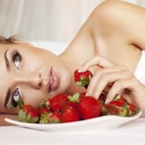 Jogurta-zemeņu procedūra sejai, kaklam un dekoltē